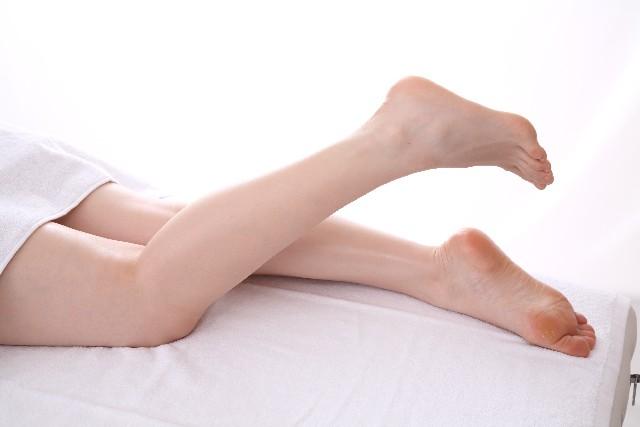 足のキレイな女性